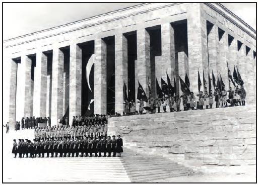 Atatürk'ün naaşı Anıtkabir'e getirilirken (1953)