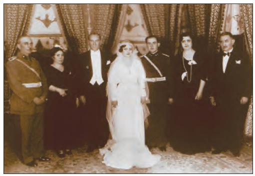 Atatürk, çalışma arkadaşı İzzettin Çalışlar'ın kızının düğün töreninde (1933)