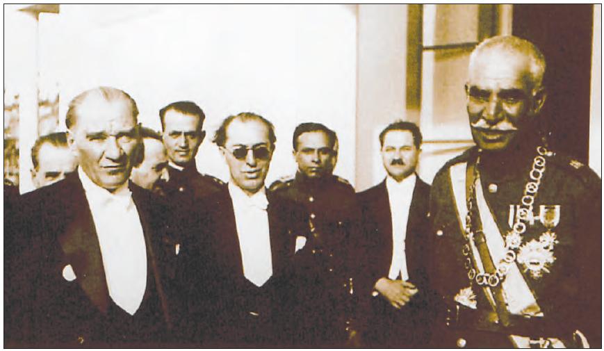 Atatürk, İran Şahı Rıza Pehlevi ile birlikte (1934)