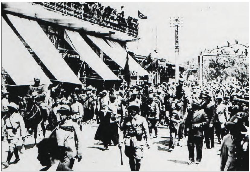 Türk askerinin halkın sevgi gösterileriyle Hatay'a girişi (1938)