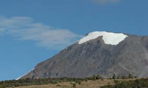 Görsel 1.39 Yerden yükseldikçe sıcaklık azalır (Klimanjaro Dağı-Tanzanya).