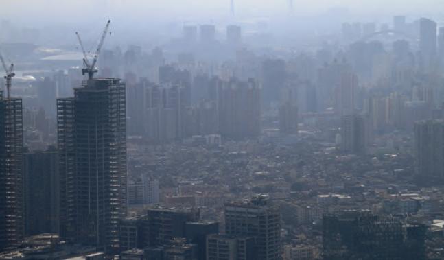 Görsel 4.11 Atmosfer; hızlı nüfus artışı, kentleşme ve sanayileşme nedeniyle kirlenmektedir (Şangay-Çin).