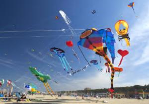Görsel 3.33 İtalya'da geleneksel olarak düzenlenen Uluslararası Uçurtma Festivali'nden bir görüntü